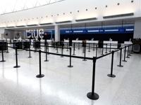 Keleivių eilių formavimas barjerais.