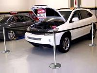 Atitvarus galima sujungti tarpusavyje ir aptverti bet kokios formos plotą, šiuo atveju automobilį.