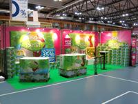 Įrengtas prekybinis stendas parodų dalyviams.