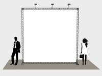 Pastatomi reklaminiai stendai - sienos su grafiniu plakatu.