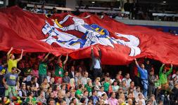 Fanų vėliava varžybų metu.