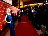 Kino premjerų, festivalių ir apdovanojimų garbės foto sienelė.