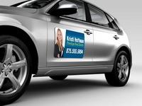 Magnetinė plėvelė su reklaminiu elementu ant automobilio durelių
