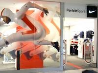 Parduotuvės vitrina apklijuota reklamine plėvele - ne tik gražu, bet ir praktiška reklamos forma