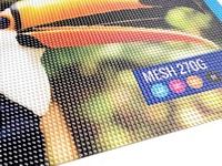"""Tentas """"MESH"""" yra atsparus drėgmei, dažniausiai naudojamas lauke reklamos tikslais ar uždengiant plotą."""
