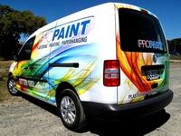 Perforuotas reklaminis lipdukas ant automobilio, viešojo transporto, autobusų, troleibusų.